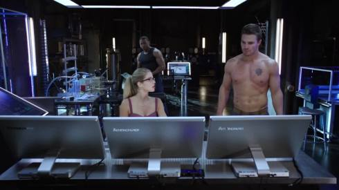 After a while, you'd think Felicity would be blase about shirtless Ollie.  This must be a everyday occurrence at this point.