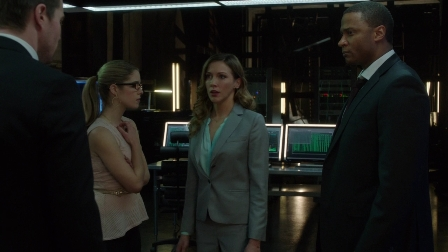 "Felicity: ""Well Laurel, let me give you the tour.  Over there's my computers, and there's some arrows, and oh, over here is a man injected with super-serum we're keeping sedated so he doesn't kill us.  And here's the espresso machine..."""